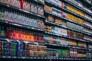 מדפים לחנויות מזון מידוף למשקאות