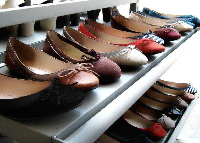 מדפים לחנות נעליים מידוף לנעליים